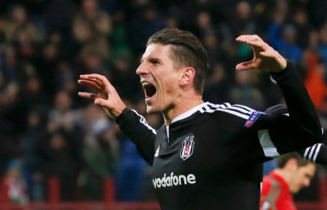 Besiktas' Mario Gomez celebrates after scoring a goal during the Europa League group H soccer match against Lokomotiv in Moscow, Russia, October 22, 2015. REUTERS/Maxim Shemetov TPX IMAGES OF THE DAY