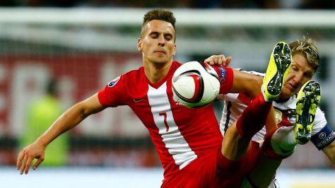 le-joueur-polonais-arkadiusz-milik-a-g-lors-d-un-match-entre-la-pologne-et-l-allemagne-en-qualifications-de-l-euro-2016-a-frankfort-le-4-septembre-2015_5612313