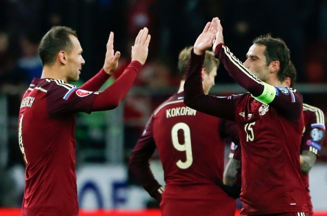 Russia's Sergei Ignashevich (L) and Roman Shirokov celebrate the victory over Montenegro in their Euro 2016 group G qualifying soccer match at the Otkrytie Arena stadium in Moscow, Russia, October 12, 2015. REUTERS/Maxim Zmeyev - RTS45BX
