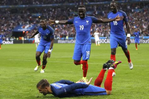 10337223-resultat-france-islande-les-bleus-cartonnent-le-score-et-le-resume-du-match-en-video