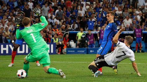 antoine-griezmann-inscrit-un-double-contre-l-allemagne-en-demi-finale-de-l-euro-2016-jeudi-soir-a-marseille_5633571