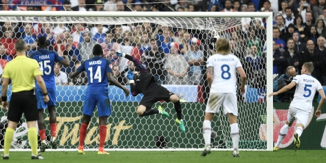 VIDEO-France-Islande-l-arret-reflexe-d-Hugo-Lloris